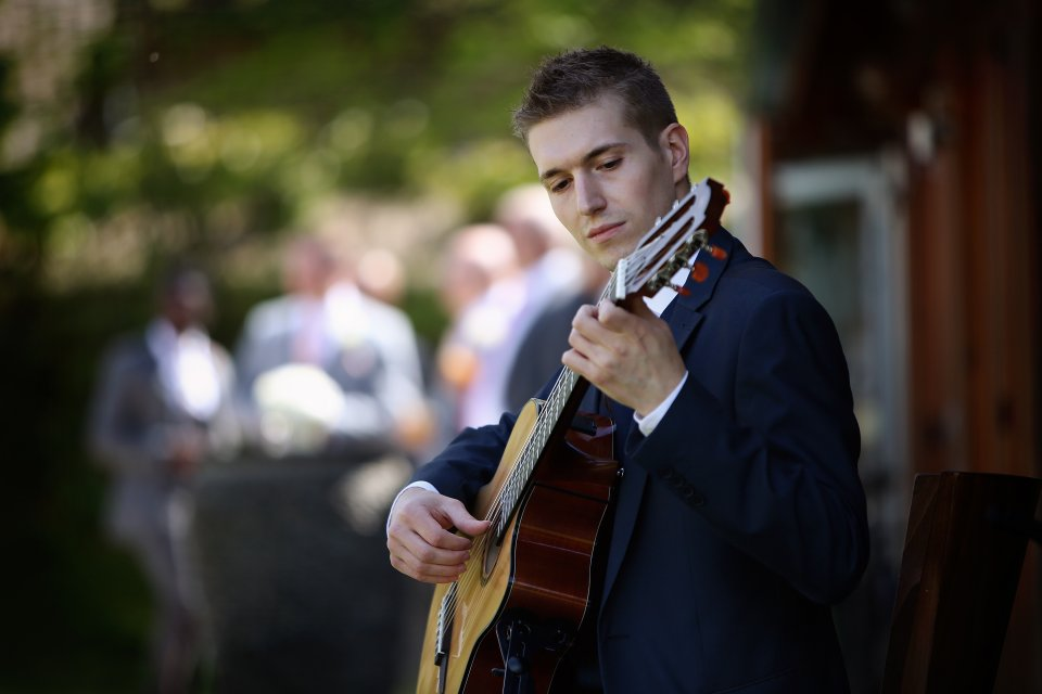 classical guitarist live music for a wedding