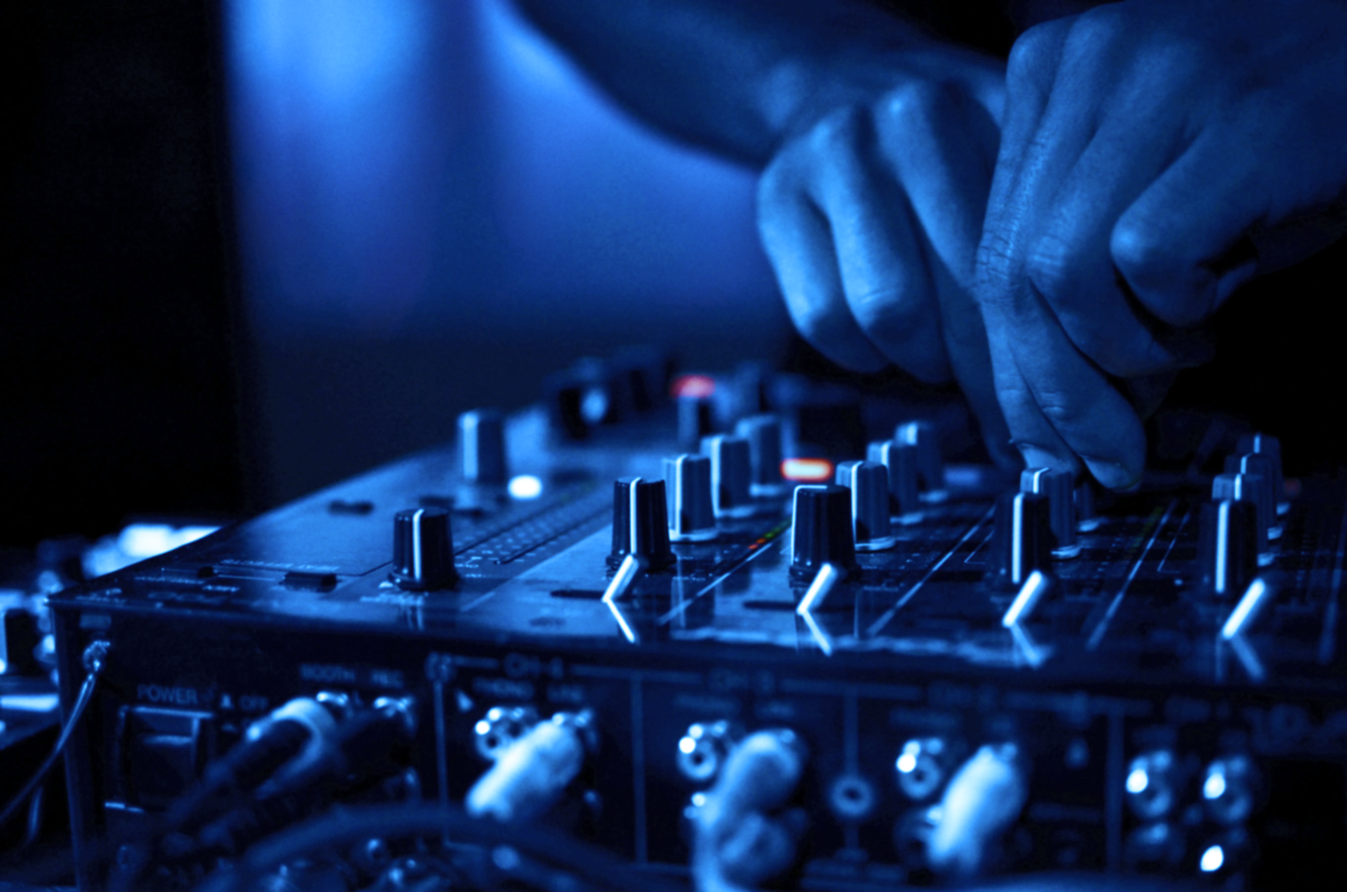 Don't Hang The DJ! - Warble Entertainment