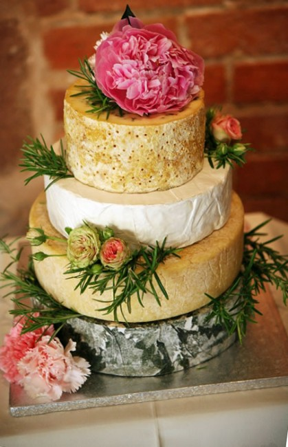 10 Tips to Dazzle Guests at your Wedding cheese cake at your wedding