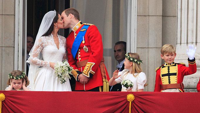 Celebrity Balcony Kiss