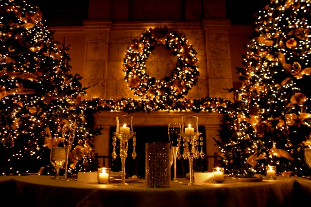 Festive Greenery Twinkling Lights And Elegant Decor Make For Wedding Day Resplendence Pic Is From Warble Entertainment