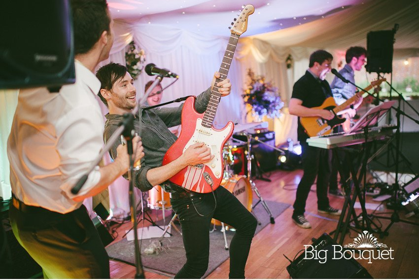 Simple and practical advice for booking a wedding band