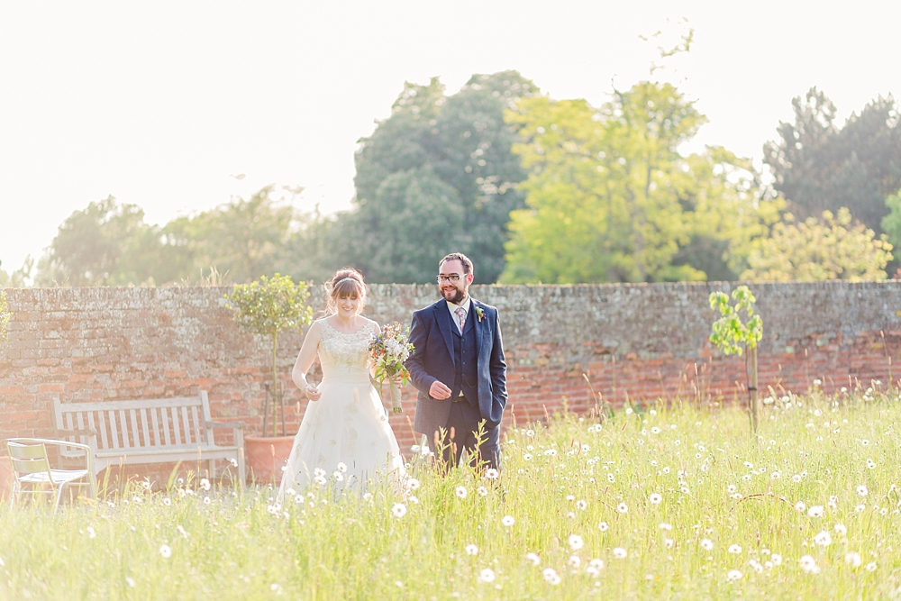 cressing-temple-barns-wedding-photos-kerrie-mitchell-photography_0686[4]