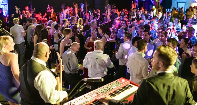 Warble Entertainment Agency supply corporate entertainment for all corporate events, from small office parties to large corporate functions and exhibitions.